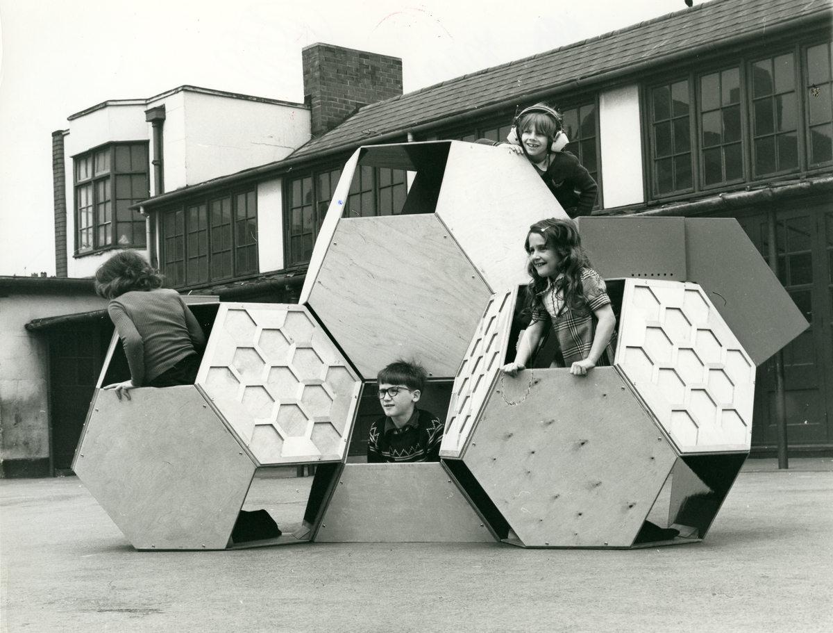 """Tetradekaidecahedral"", playground mobile, concetto di Viktor Papanek (1973-1975)."