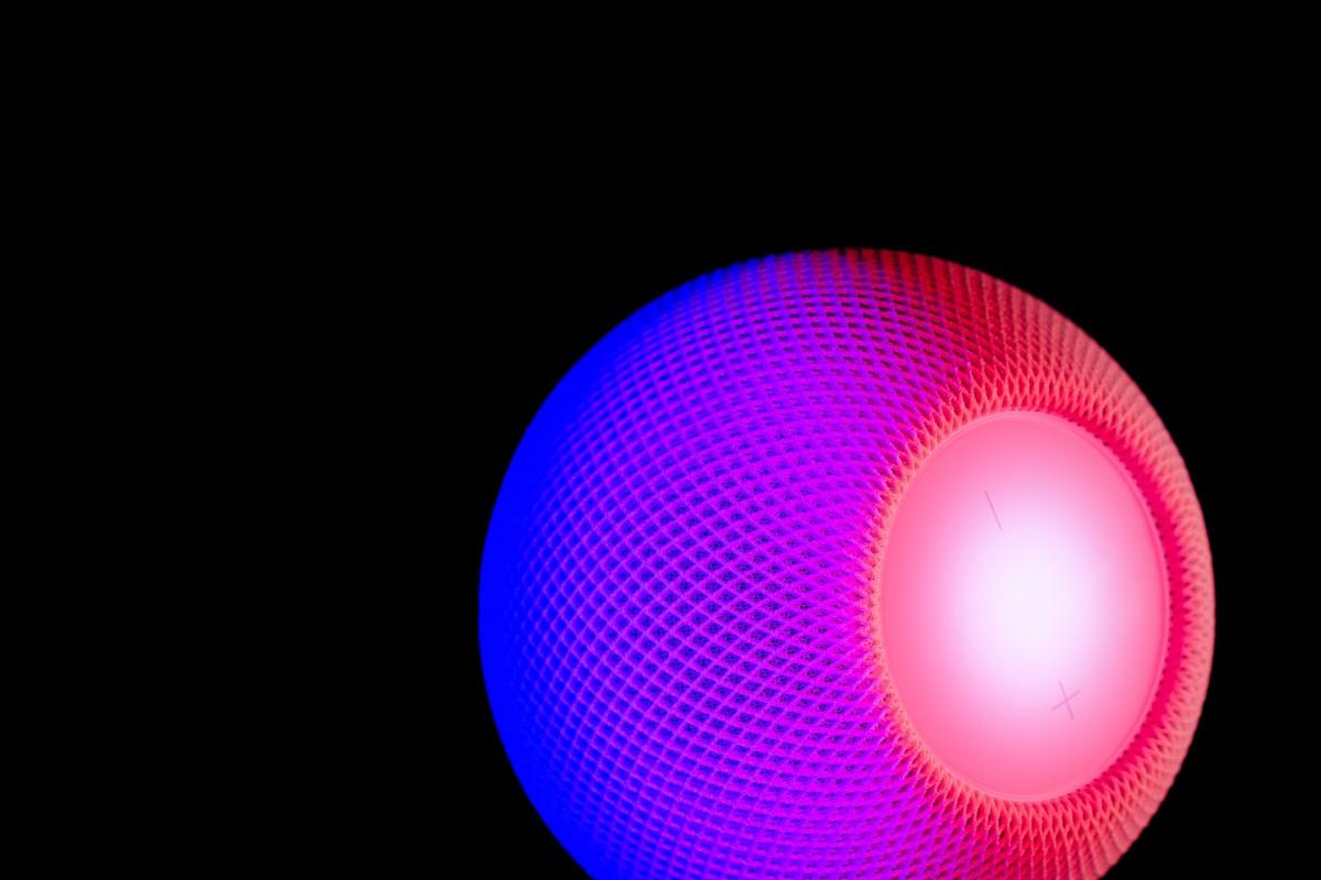 HomePod mini smart speaker, Apple.