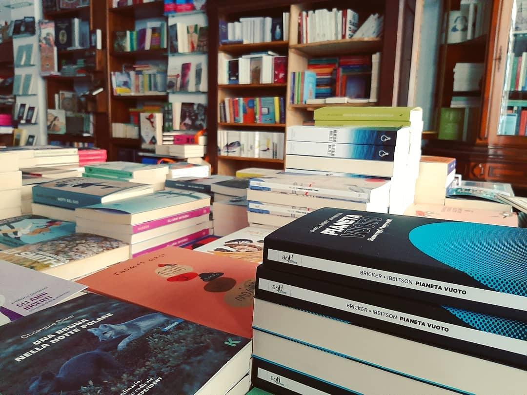 Titoli in vendita alla Libreria del Golem, Torino