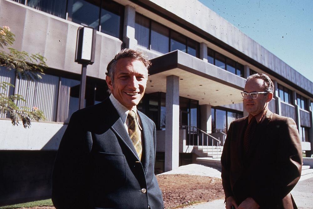 Robert Noyce (sx) e Gordon Moore (dx) alla Intel, Santa Clara, USA, 1970